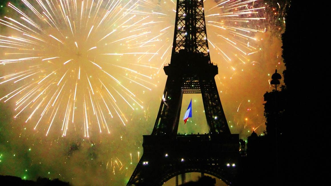 French - Program Page - Hero Image - Eiffel Tower Fireworks - 1160x654